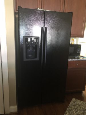 Refrigerator Double Door in a very good running condition for Sale in Chantilly, VA