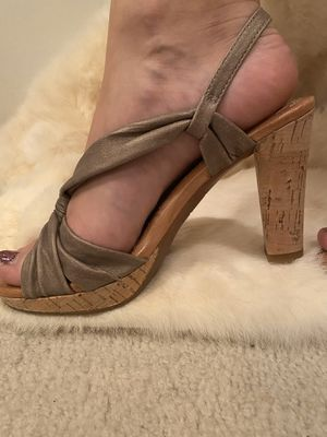 Naya Wind Metallic Leather Taupe Heels for Sale in Woodbury, NJ
