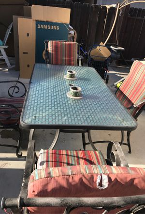 Patio furniture table 4 chairs for Sale in Fresno, CA