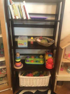 Beautiful brown foldable bookshelves. I have 2 book shelf for Sale in Edison, NJ