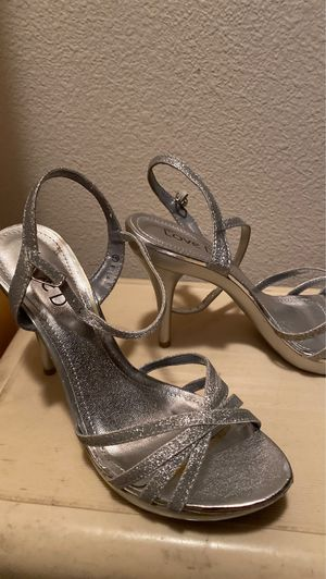 Love d size 6 heels high heels woman's silver glitter for Sale in Ontario, CA