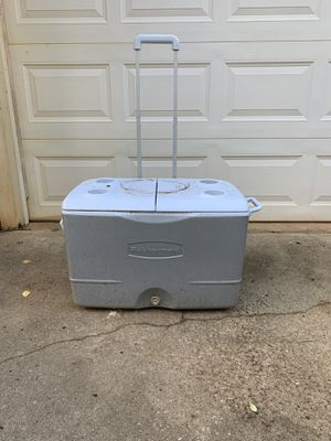 Rubbermaid 45 Qt. Gray Wheeled Cooler for Sale in Greensboro, NC