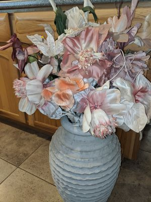 Home decor. Vase and flowers for Sale in Phoenix, AZ
