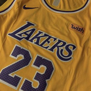 Nike Los Angeles Lakers Adult XL LeBron James Jersey for Sale in Buckley, WA