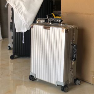 Never Used Rimowa Classic Cabin S for Sale in Los Angeles, CA
