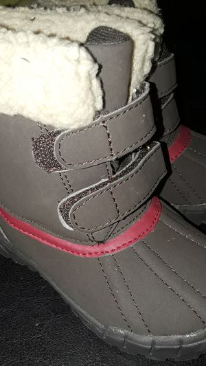 New Faux fur snow boots,kids size 8 for Sale in Renton, WA