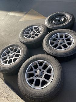 "(5) 18"" Jeep Wheels 255/70R18 Bridgestone Dueler A/T for Sale in Santa Ana,  CA"