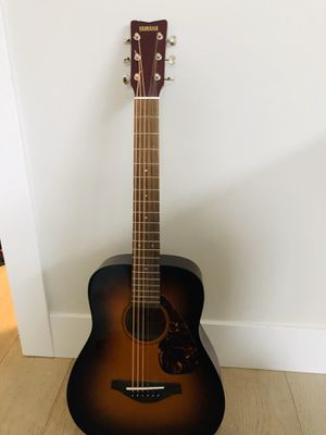 Yamaha medium size guitar for Sale in Vancouver, WA
