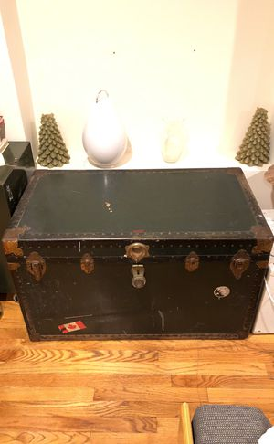 Vintage travel trunk for Sale in New York, NY