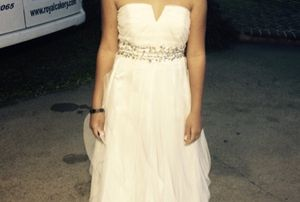 White strapless juniors prom dress for Sale in New Orleans, LA