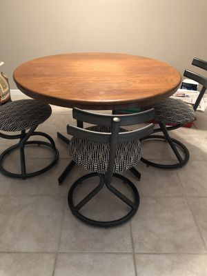 Dining Room Table with 5 chairs for Sale in Safety Harbor, FL