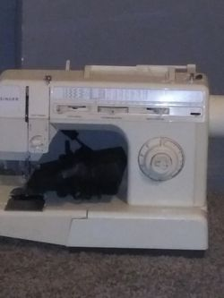 Singer Sewing Machine for Sale in Henderson,  NV