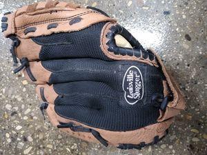 Louisville Slugger 10.5 inch baseball glove for Sale in Bloomingdale, IL