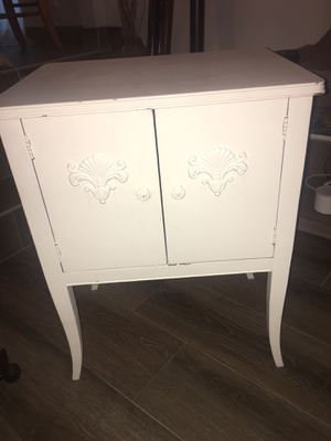 Beautiful Antique Shabby Chic Cabinet 🦋💗 for Sale in Pompano Beach, FL