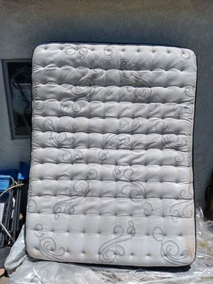 Queen size mattress Serta for Sale in Ontario, CA
