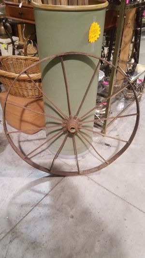 Vintage Wagon Wheel for Sale in Greenville, NC