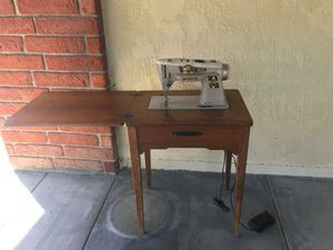 Antique singer wood table sewing machine for Sale in Huntington Beach, CA