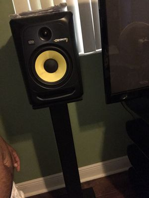 Rk8 two speakers with stands and cords for Sale in Port Richey, FL