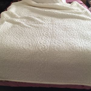 Woolen So Soft Throw ... Cumfy Never Used I'm Allergic To Wool for Sale in Pico Rivera, CA