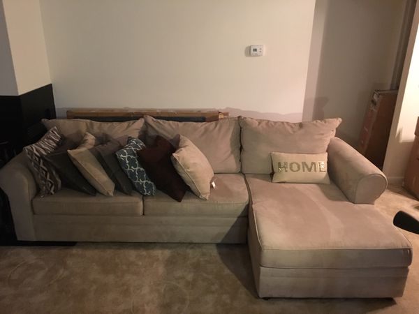 Sofa and no pillows please only sofa