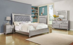Queen Bedroom set 5pc Silver Finish for Sale in Puyallup, WA