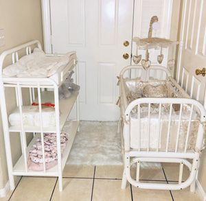 ROCKING CRADLE WITH CHANGING TABLE for Sale in Riverside, CA