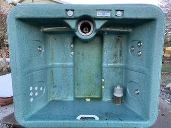 120v Used Hot Tub Needs Repairs for Sale in Boring,  OR