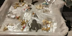 A BUNDLE OF ANIMAL PINS AND BROACHES for Sale in Fort Worth, TX