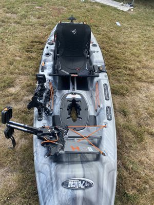 Kayak. Pelican The Catch 110 HyDryve II 10 ft 6 in Pedal Drive Fishing Kayak for Sale in San Antonio, TX