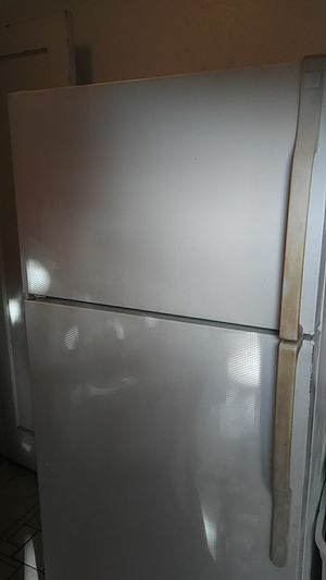 General Electric Refrigerator for Sale in Fresno, CA