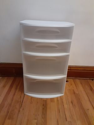 "Sterilite XL Large Plastic 4 Drawer- 22"" X 19""X 36"" for Sale in Denver, CO"