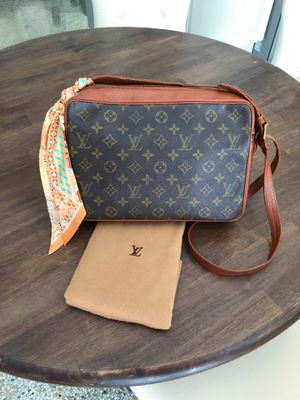 Authentic Louis Vuitton Sac Bandouliere Vintage Bag for Sale in Tampa, FL