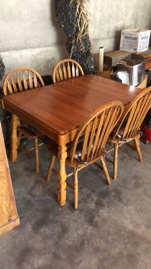 Very nice Dining Table for Sale in Stanwood, WA