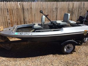 1975 10' - 5.0 Game Fisher 2 stroke Engine. And Trolling motor for Sale in Catalina, AZ