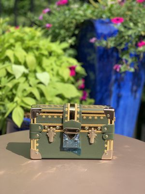 Fashion Box Women Bag Rivets Messenger Bags. for Sale in Chamblee, GA