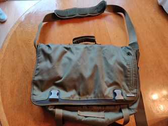 Green Messenger Bag With Laptop Sleeve And Many Pockets for Sale in Santa Clara,  CA