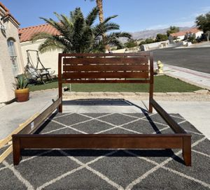Coaster king size bed frame ( FREE DELIVERY) for Sale in North Las Vegas, NV