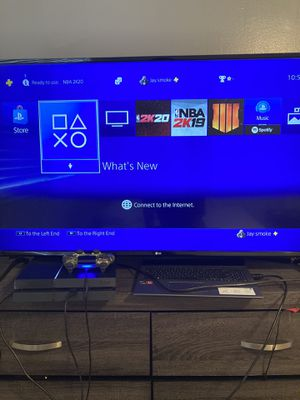 PS4 408GB comes with 3 games, controller, and Bluetooth phenom headphones for Sale in Hialeah, FL