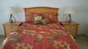 Queen Comforter 11 pieces for Sale in Riviera Beach, FL