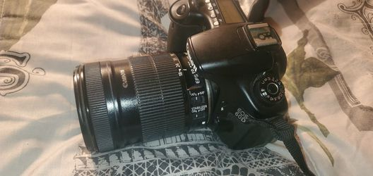 Canon 60d . Also selling Canon lenses and accessories. for Sale in Long Beach,  CA