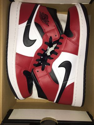 Jordan 1 mid Chicago black toe for Sale in The Bronx, NY