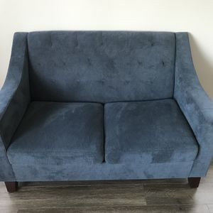 Target Threshold Tufted Loveseat for Sale in Portland, OR
