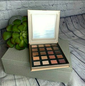 Iconic London eyeshadow palette for Sale in Rockville, MD