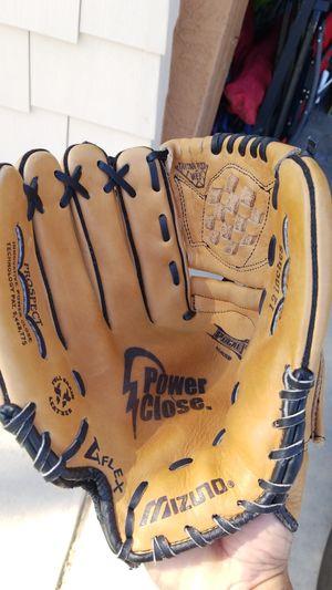 Mizuno 12 in baseball or softball glove for Sale in Avondale, AZ