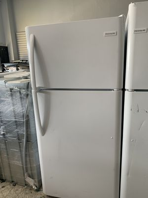 Frigidaire top & bottom in white for Sale in Los Angeles, CA