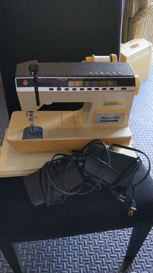 Singer sewing machine for Sale in Portsmouth, RI