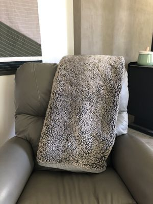 Pottery Barn Faux Fur Blanket throw for Sale in Battle Ground, WA