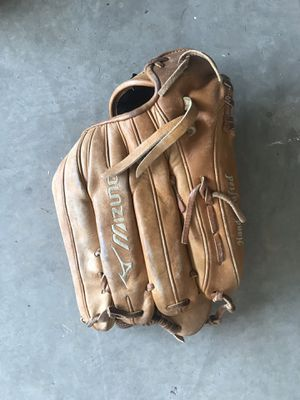 Mizuno outfielders baseball glove for Sale in Atwater, CA