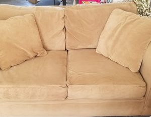 Love seat/sofa for Sale in Woodbridge, VA