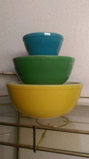 Pyrex Nesting mixing bowls set of 3. for Sale in Orange, CA